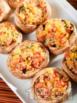 Коктейлни хапки - пълнени гъби печурки с кускус, шунка и босилек - снимка на рецептата